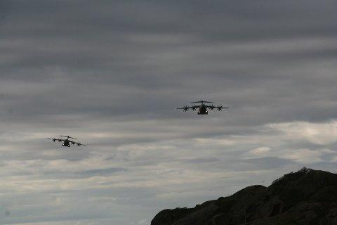 Frantz Sortland tok disse bildene av to tyske Airbus 400-fly forrige lørdag.