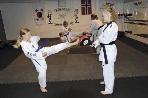 FOKUS: Fullt fokus når treningen på spark foregår.