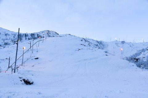 Rekord: Torsdag starter Kongstind alpinsenter snøproduksjonen. Her fra januar i år da snøkanonene var i gang.