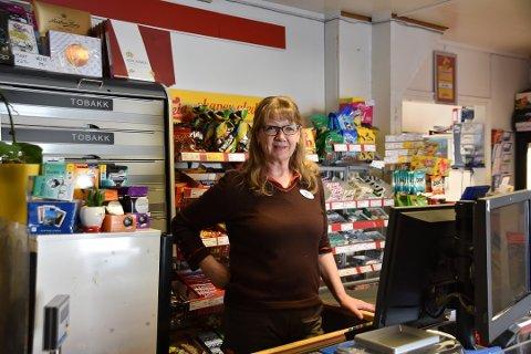 Butikksjef Martha Hagen ved Coop Marked i Laukvik får ros for jobben, men fikk torsdag den tunge beskjeden om at Coop Nord i høst legger ned driften.