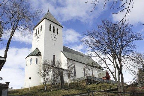 Orgelet i Svolvær kirke sa takk for seg i 2017. Nå jobbes det for å samle inn penger til et nytt.  Arkivfoto