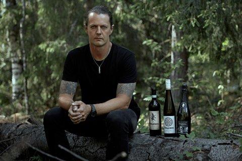 Black metal og vin: Sigurd Wongraven fra black metal-bandet Satyricon kommer til Lofoten på fredag.