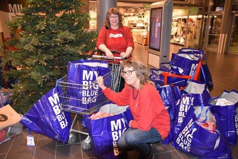 Julegaveaksjon: I 2017 fikk julegaveaksjonen til Vestvågøy Røde Kors inn rundt 1000 gaver. Også i år håper de rause lofotinger vil bidra med gaver eller noen kroner til julemat.