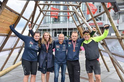 TÆL: Glade deltakere i Team Tæl 2019 etter å ha fullført triatlon. (fra venstre: Sofie Rokkan Nilsen, Monica Madsen, Frank Johnsen, Tord Nilsen og Aleksander Dahl Olsen)
