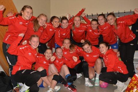 Team Lofoten spiller i Nasjonal Serie Jenter-16, og gledet seg til å spille kamper på hjemmebane i Lekneshallen. Her i garderoben rett før kampstart mot Ull/Kisa fra Jessheim.
