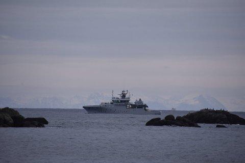 KONTROLL: En kystvaktinspektør falt i havet da leideren på fiskebåten ga etter.