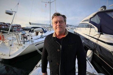 Til Svolvær: Fiskeriminister Harald T. Nesvik kommer til Svolvær for å møte algerammede oppdrettere.
