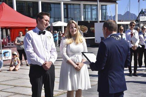 Torget: Tidligere i sommer valgte Ida Henriette Tostrup og Kristian Johnsen Haukalid å gifte seg på Svolvær torg. Da var det var varaordfører Frank Johnsen som var vigsler.