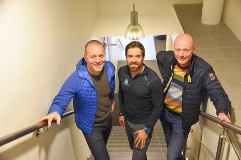 INTRODUKSJONSKURS I TRIATHLON: F.V: Frank Hagen, Kristian Nashoug i The Arctic Triple og Ronnie Maas Pedersen i Lofoten Triathlonklubb, holder introduksjonskurs i Triathlon 30. juli.