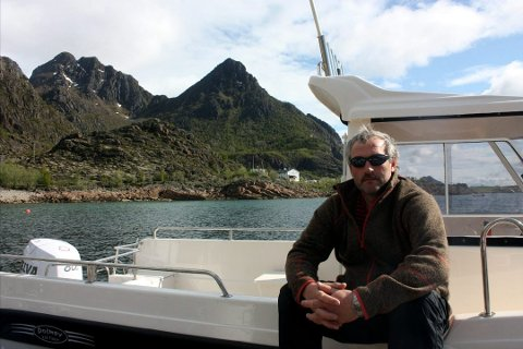 FISKETURISME: Geir Helland på Brettesnes mener et forbud mot at turister får ta med seg fisk ut av landet, vil ramme seriøse fiskecamper.