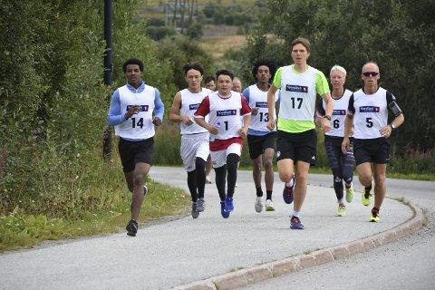 6. gang: Førstkommende lørdag er det igjen duket for Leknesløpet, løpet som ble startet da Lofoten Maraton kastet inn håndkleet. Bildet er fra 2017-løpet.Arkivfoto: Eirik Eidissen