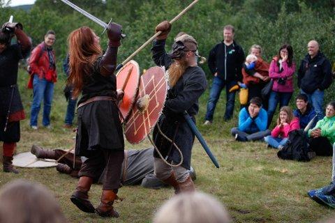 Vikingfestivalen avlyst for andre år på rad. Her sloss vikingene på festivalen sist den ble arrangert i 2019.