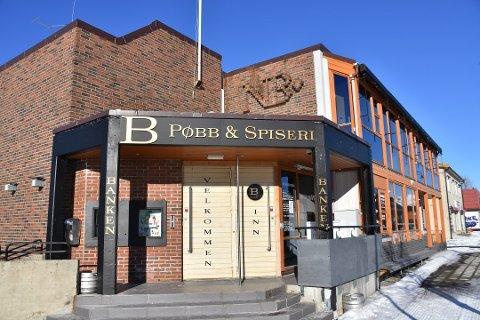 FLYTTET UT: Banken Pøbb og Spiseri AS avsluttet driften i dette lokalet i mars i år. Nå er selskapet dømt i Hålogland lagmannsrett til å betale Brekken Eiendom AS 1,6 millioner