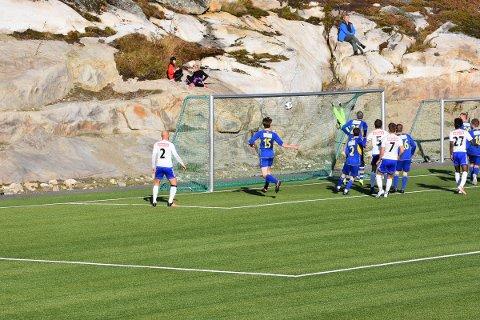 1-0: FK Lofoten gikk scoret sitt første mål da Ruben Falk Jensen skrudde et frispark i mål fra tilnærmet død vinkel.