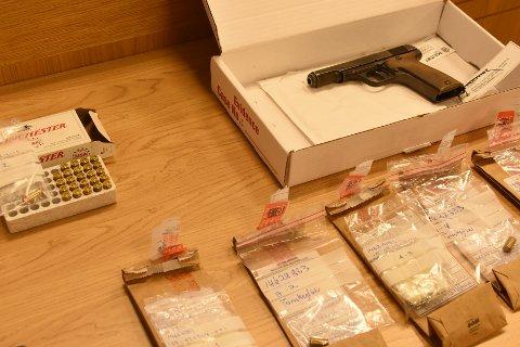 Pistol: Våpenet ble tema i rettssalen onsdag, og ble også demonstrert.