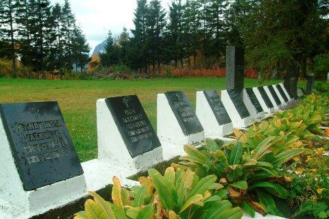 På kirkegården i Digermulen ligger nær alle de omkomne begravet. Her er det også reist en minnestein for å hedre disse. Arkivfoto.