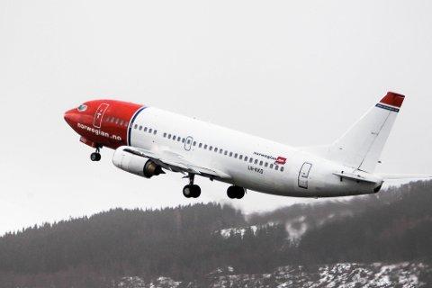 PÅ BAKKEN: Norwegian setter 15 av 21 fly på bakken og vil fremover kun betjene innenriksrutene med seks fly.