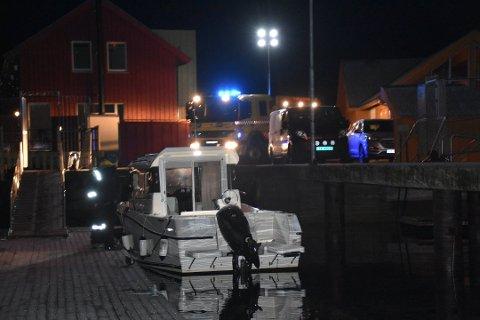 SKADET:  Båten har ikke fått skader på skroget, men blir tatt på land for sjekk. Ellers er det store skader.