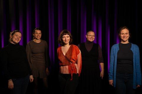 SCENEVERFTET: Her er produksjonsteamet på musikalen. Fra Venstre: Malin Wennberg Friis, Ieva Zule, Sunniva B. Johansen, Hege Hov, Elise Westerlund