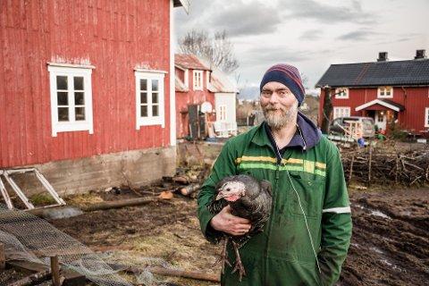 OPPRYDDING: Gisle Normann Melhus bruker ADHD til sin fordel i arbeidet som bonde. Myklevik Gård gjennomgår for tiden mye forandringer, og 41-åringen kan gjerne jobbe til han stuper.