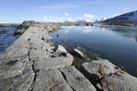 SKADD: Moloen i Hovsund på Gimsøya er en av moloene i Vågan som trenger utbedringer. Arkivfoto.