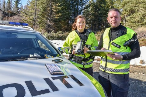 FORNØYD: Mons Klausen i UP-patruljen i Lofoten er glad for at mange av Lofotens bilister kjører pent. UP varsler likevel økt tilstedeværelse og flere kontroller i månedene som kommer. Arkivfoto.