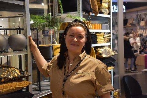 KREMMERHUSET: I drøyt fem år har Marthe Julie Vollan (40) vært butikkleder på Kremmerhuset. Nå venter nye arbeidsoppgaver for Vollan.
