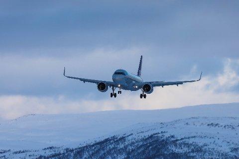 VARSLES: Den koronasmittede kvinnen kom til Tromsø med et SAS-fly i helga. Nå skal alle passasjerene på flyet kontaktes av norske helsemyndigheter.