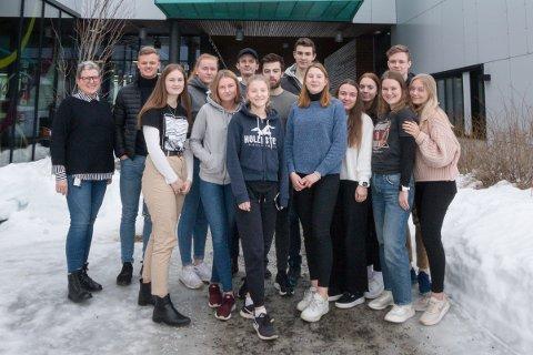 Russestyret på Aust-Loften videregående skole sammen med gruppeleder i Krafttak mot kreft) (Til venstre) Hege Schultz Eilaetsen