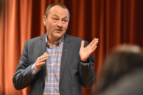 Fornøyd: Ordfører Frank Johnsen er glad for at utbruddet i Vågan nå ansees som over. Han er også klar på at folk ikke må vær redd for å ta turen til Henningsvær.