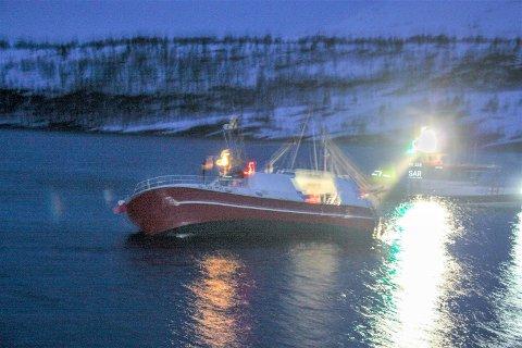 GIKK I FJÆRA: Båten «Kevin» gikk i fjæra like ved Hella, natt til onsdag.