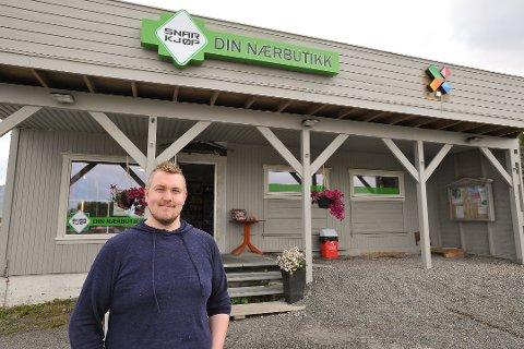 Daglig leder og eier Tony Dahl ved Gimsøy Landhandel Lofoten AS kan vise til et pent overskudd på driften i 2019.