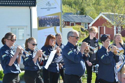 TRENGER HJELP: Stamsund Hornmusikk ønsker seg nye uniformer, og ber om støtte enten via grasrotandelen eller vippsnummer