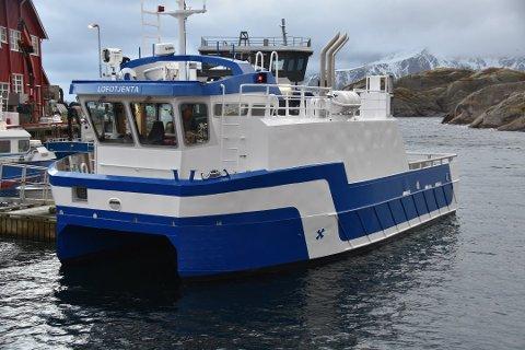 FYLKESVEI: Fungerende ordfører Anne Sand vil ha Mortsund med på listen over fylkesveier som bør utbedres av hensyn til sjømatnæringen. Lofoten Sjøprodukter driver både oppdrett og hvitfiskproduksjon.
