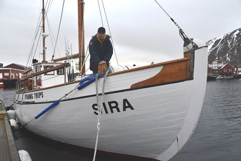 """BEDRE TIDER: Kristoffer Litsheim i Next Adventure Lofoten AS på båten """"Sira"""". Etter å ha sett mørkt på fremtiden med koronaviruset, ser det langt lysere ut i sommer."""