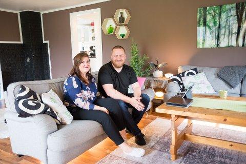 ENKELT OG KULT: Smarthuset gjør livet enda enklere for turtelduene Niilo Nissinen og Maja Trones. Å gjøre huset ditt smart er lett, du trenger ikke elektriker for å installere duppedittene.