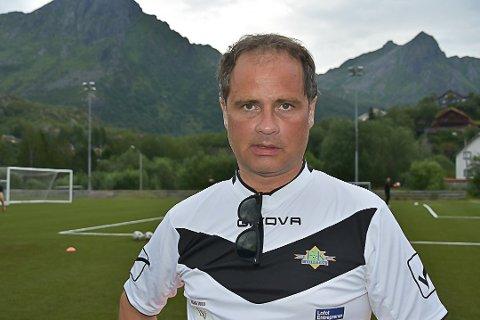 - Vi ønsker ikke å ta noe unødvendig risiko, vi må heller vise at vi kan ta ansvar, siere hovedtrener i FK Lofoten Terje Hansen.