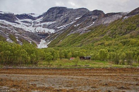 SELGES: Frostisen gård i Sør-Skjomen ble overdratt til ny eier i mars 2020. Nå ligger den ute for salg igjen.