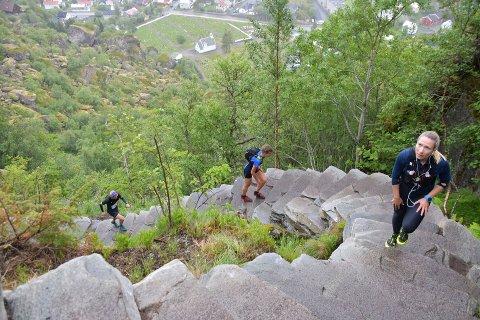 Djeveltrappa i Svolvær har blitt flittig brukt denne sommeren. Her fotografert i forbindelse med Lofoten Skyrace.