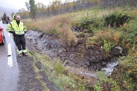 Grøftet i 2015: Maskinkjører Roy Tore Larsen hos Ståle Holdahl Maskin & Transport gjorde en flott jobb med grøfting høsten 2015 på Laukvikveien.