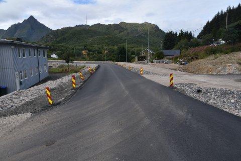 SMALT: Nå er veien gjennom Gjerstadbrekka for smal, men snart får også veiskuldrene asfalt