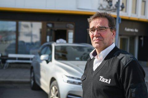 Bekymret: Jørgen Tønseth, leder av Vågan taxi, kan fortelle at bransjen nå sliter med å rekruttere sjåfører.