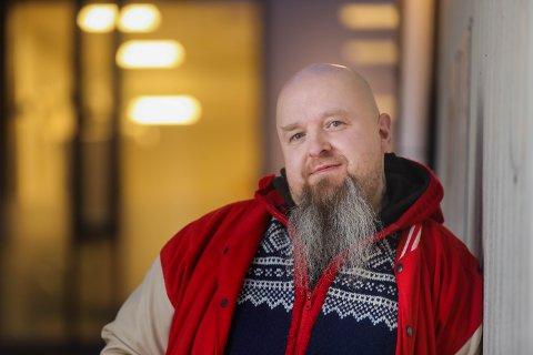 UTEN JOBB: Tromsømannen Morten Ottosønn Aune er permittert. Han får verken dagpenger eller krisestøtte fra NAV, ifølge ham. – I begynnelsen fikk jeg hjulene til å gå rundt. Det får jeg ikke til nå.
