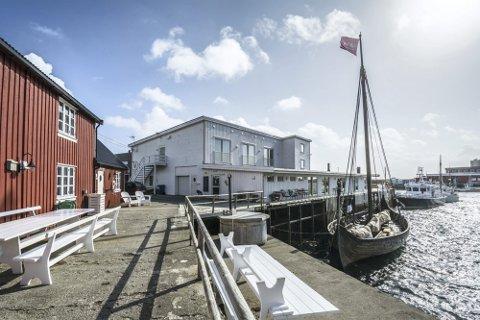STENGER: Restauranten Himmel & Havn på Ballstad stenger dørene.