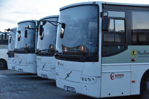 ILLUSTRASJONSFOTO: De nye bussrutene skaper problemer for noen av skoleelevene ved Vest-Lofoten vgs.