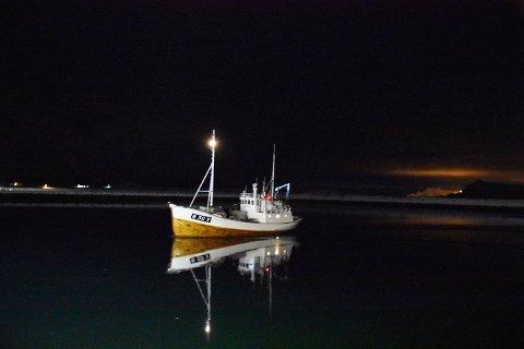 """SOLGT:  Her er """"Havpryd"""" på tur til kai på Kleppstad,  men nå har båten levert sin siste skrei."""