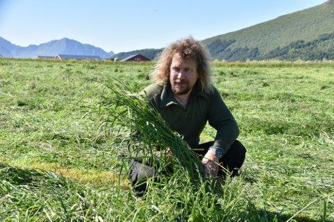 Leif Kåre Halvorsen er en av bøndene TINE setter ekstra stor pris på. Han har tidligere fått Sølvtine, ti år etter får han Melkespannet.