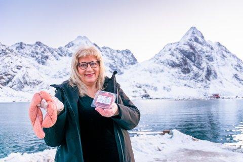 RETT FRA LOFOTHAVET: Vi ble med da Perly Sortland Melkersen (58) hentet 20 kilo sprellfersk rogn på kaia på Tangstad. Noen minutter etterpå var hun hjemme igjen, klar til å lage mer kaviar av merkevaren sin Heimlaga fra Fjelleng.
