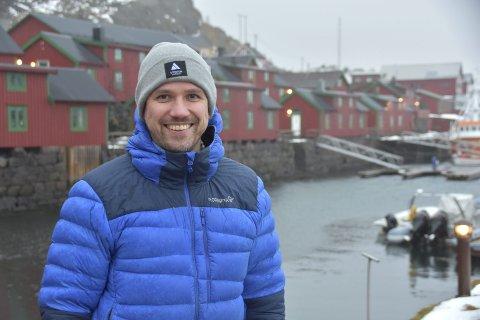 Engasjert Hjemflytter: Michael Pettersen (40) ville være nærmere familien sin, og flyttet derfor tilbake til Stamsund. Der har han engasjert seg i nærmiljøet, både gjennom dugnader og nå sist bassengdebatten. Foto: eirik Eidissen