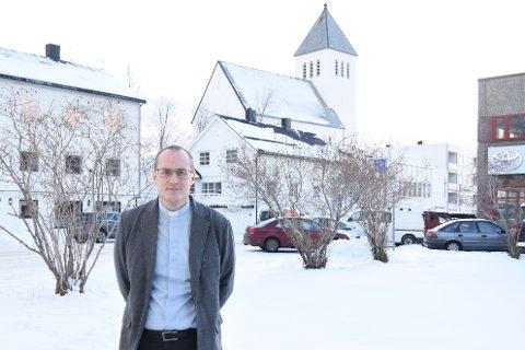 Prestene i Vågan har vært tett på de nærmeste som mistet sine i den forferdelige brannen på Andøya i midten av januar. Prest Gunnar Már Kristjánsson har aldri tidligere opplevd en så stor tragedie.